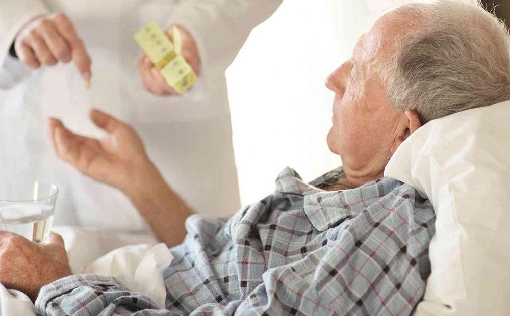 Пожилые люди - группа риска