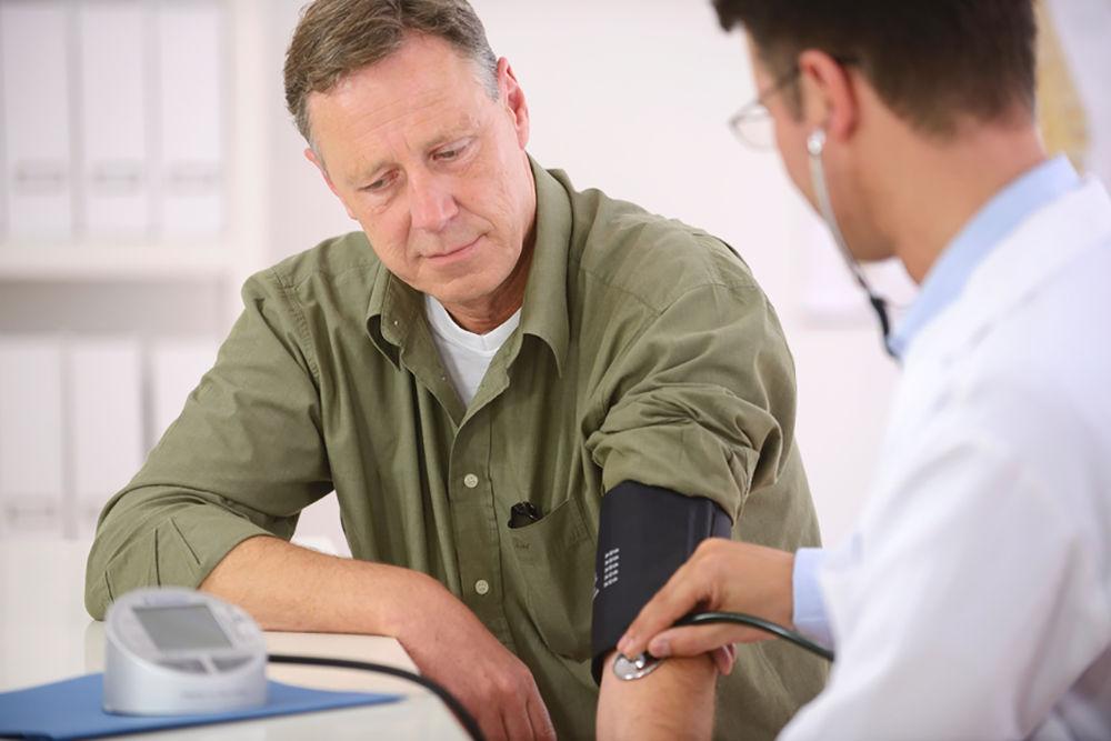 Гипертония проявляется повышенным АД