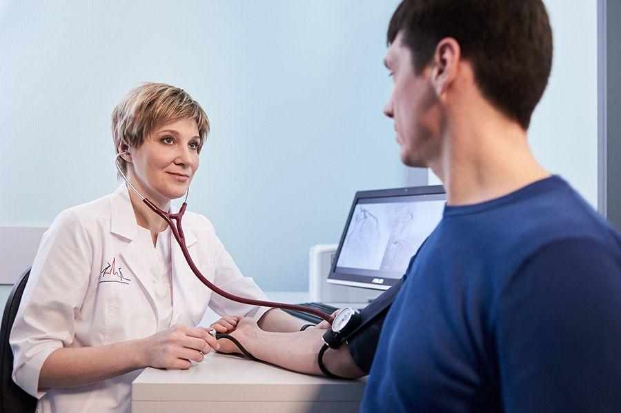 Консультация и осмотр кардиолога