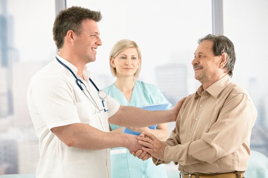 Осмотр пациента в кабинете врача