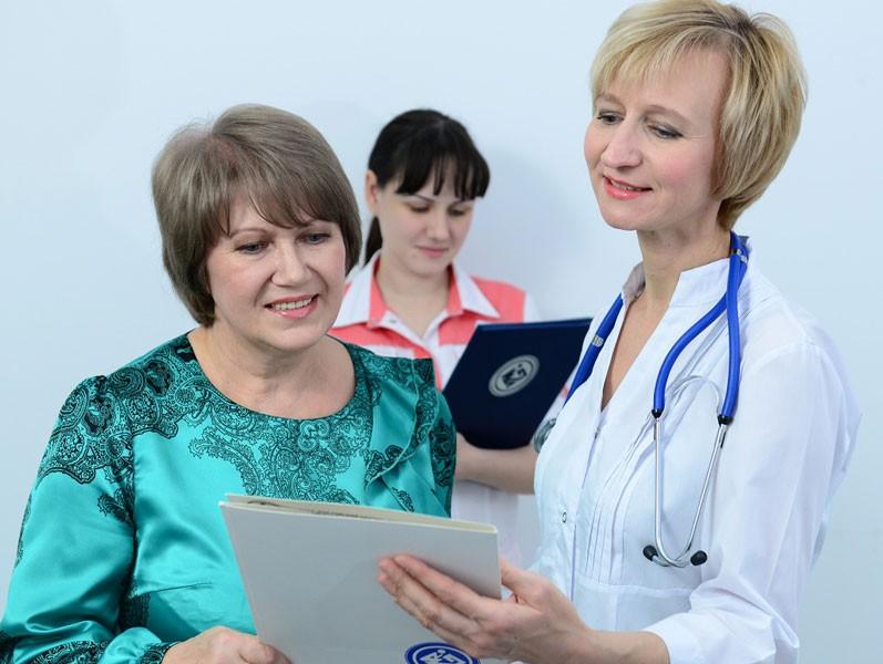 Пациент на приеме у онколога