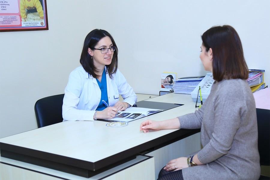 Консультация врача пациентки