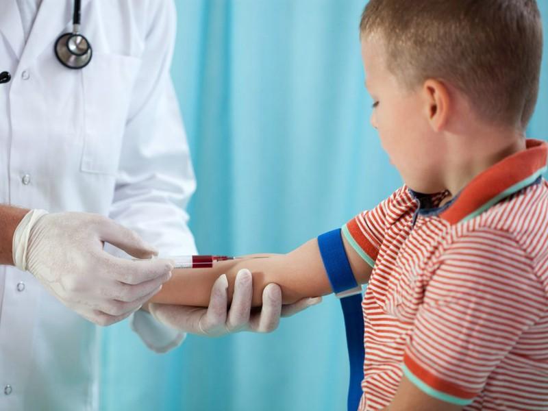 Забор крови лаборантом