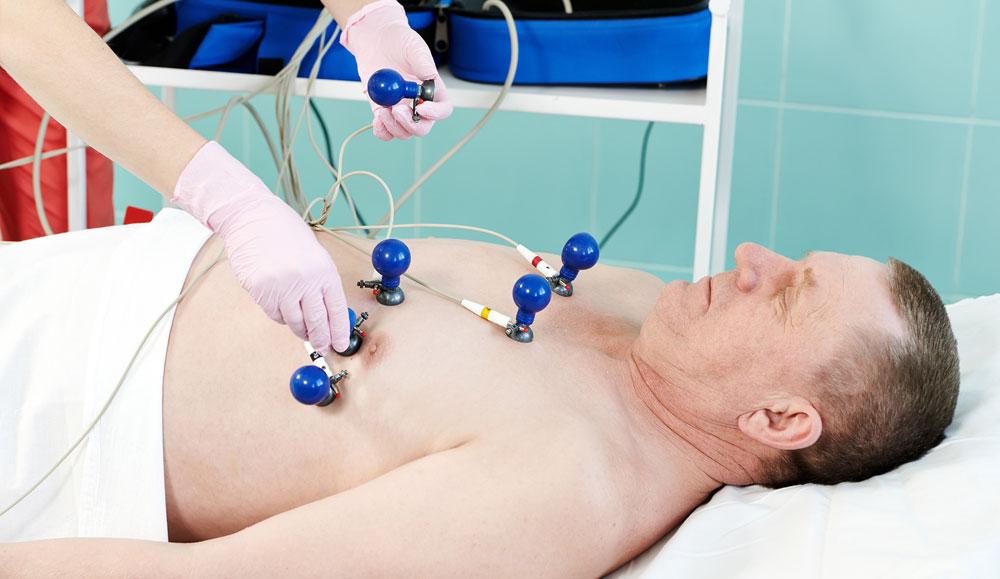 Прохождение электрокардиограммы у врача