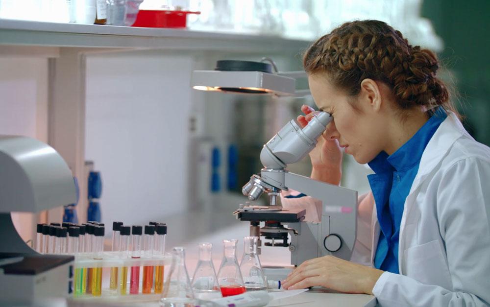 Проведение анализа крови в лаборатории